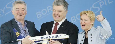 В небесно-голубом пиджаке и с красным маникюром: директор львовского аэропорта на церемонии в Борисполе