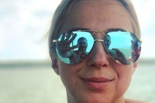 Тоня Матвиенко в купальнике засветила тату в пикантном месте