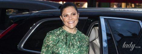 В ярком платье от H&M и на каблуках: кронпринцесса Виктория продемонстрировала новый яркий образ