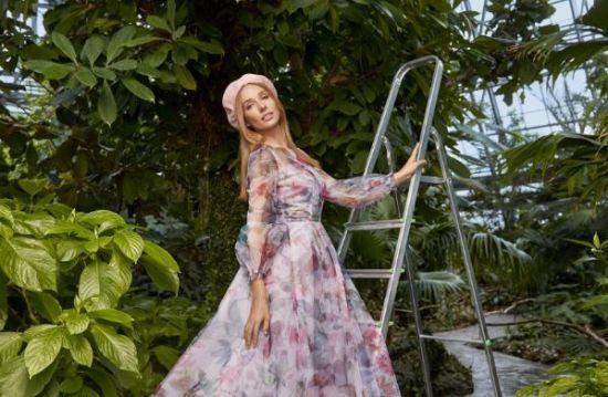Катерина Осадча у розкішній сукні приміряла образ дівчини-весни