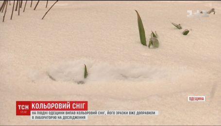 На юге Одесской области выпал оранжевый снег