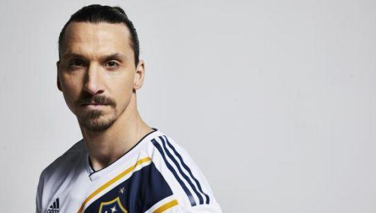 """Welcome to Zlatan. Ібрагімович купив рекламу в """"Таймз"""", щоб ефектно заявити про свій трансфер"""