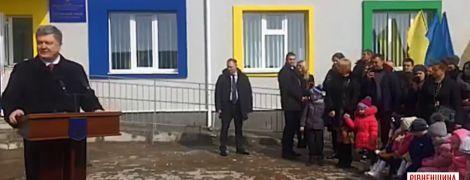 Бурулька ледве не травмувала охоронця Порошенка на Рівненщині