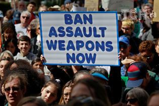 """Самый массовый протест в Вашингтоне: на марш """"За наши жизни"""" вышли миллионы американцев"""