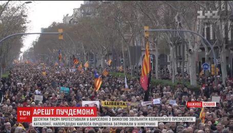 Во время протестов в поддержку Пучдемона в Барселоне пострадали около ста человек