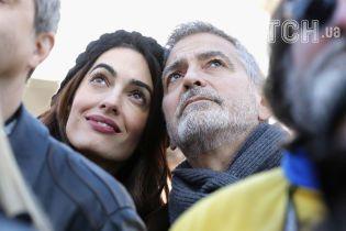 Супруги Клуни, Леди Гага, Селена Гомес и другие звезды вышли на марш ради жизни