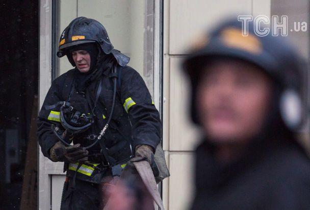 Отчаяние и смущение. Reuters опубликовал фото с места пожара в Кемерове
