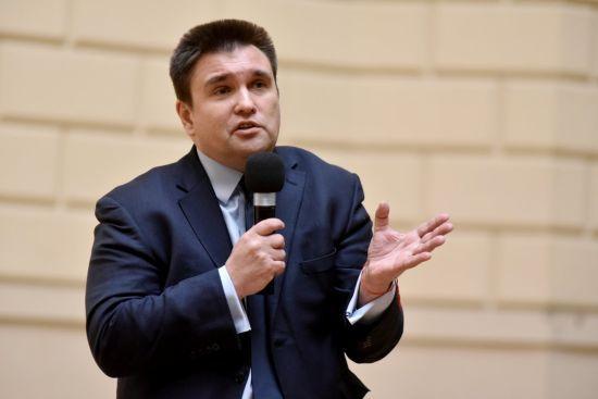 Клімкін розповів про шлях до миру на Донбасі перед зустріччю у Нормандському форматі