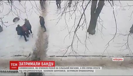 На Киевщине злоумышленники ограбили магазин и захватили заложников, пытаясь убежать