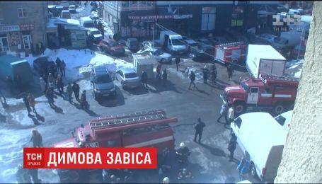 30 людей евакуювали через пожежу в харківському торговельному центрі