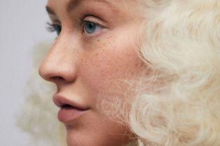 Без макияжа и с новой прической: Кристина Агилера в необычных образах предстала на страницах глянца