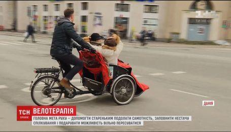 Датчанин основал движение, волонтеры которого катают на велорикшах пожилых людей