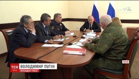На третий день после пожара в ТРЦ в Кемерово приехал Путин