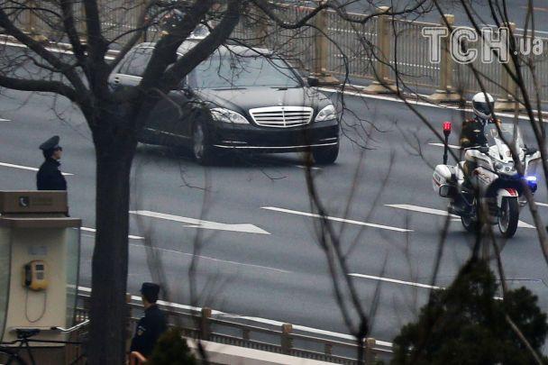 Спецпоезд и кортеж с лимузином: Reuters опубликовало фото предполагаемого визита Ким Чен Ына в Китай