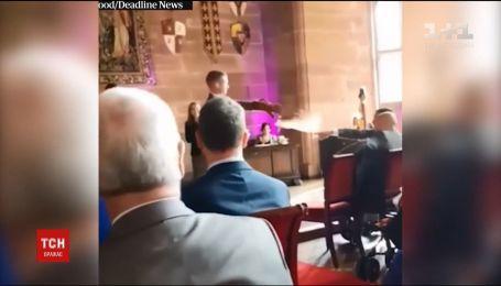У британському графстві Чешир сова ледь не зірвала весільну церемонію