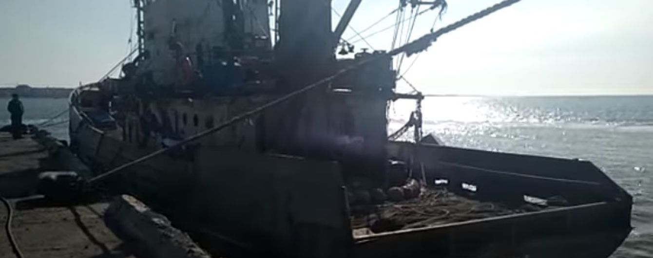 """Окупанти через дипломатів намагаються передати паспорти України екіпажу судна """"Норд"""""""