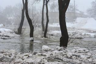 На Прикарпатті попередили про підняття води в Дністрі