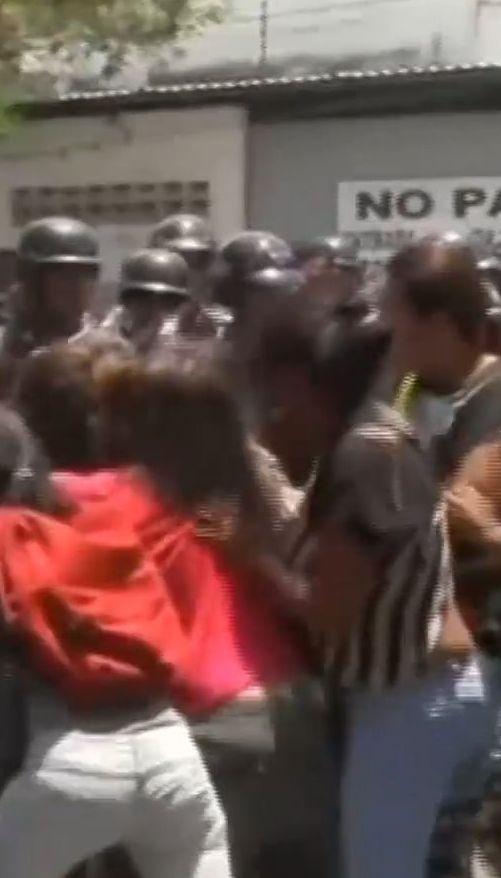 В Венесуэле произошел пожар в тюрьме. Около 80 человек погибли