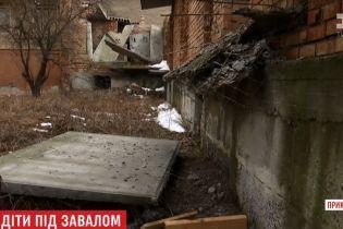У Коломиї бетонна плита впала з недобудови на 16-річного хлопця