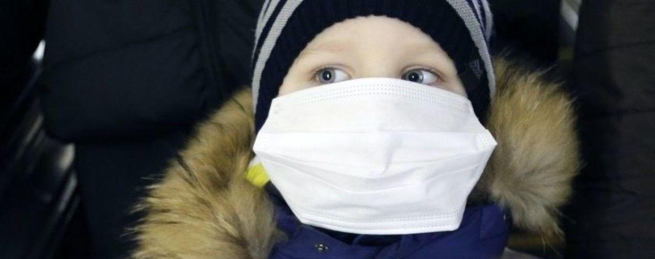 В трех областях Украины детям без прививки от кори запретят ходить в школы и детсады
