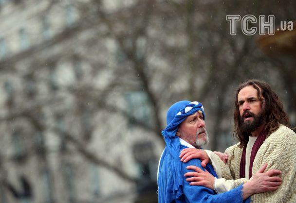 У Лондоні на Трафальгарській площі видовищно відтворили події Страсного тижня