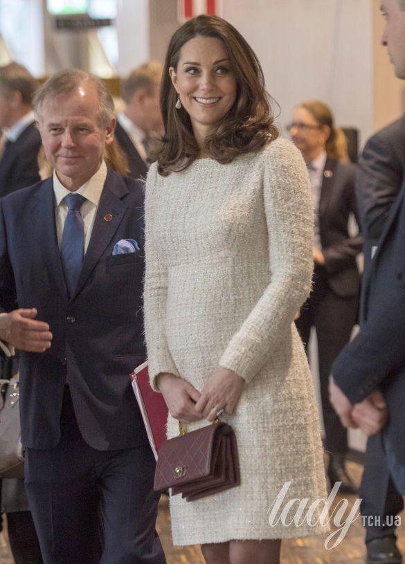 Герцогиня Кембриджская, третий триместр 2017-2018_6