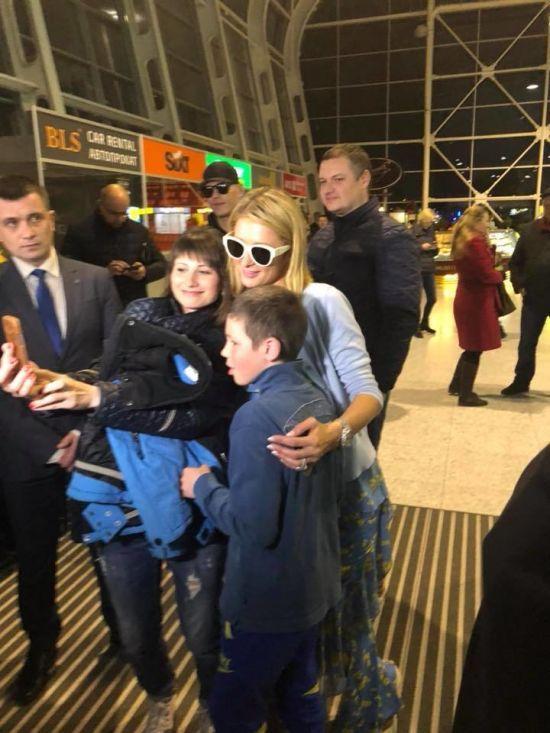 Американська світська левиця Періс Хілтон прилетіла до Львова
