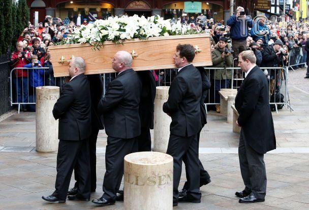 У Кембриджі поховали генія фізики Стівена Гокінга