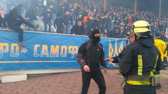 """У Маріуполі сталася сутичка між вболівальниками """"Динамо"""" та поліцією"""