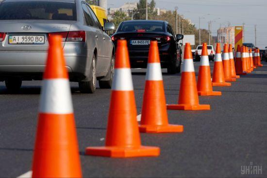 В Киеве на дорогах ремонтируют 14 участков. В этом году возьмутся за проспект Бандеры и мост Метро