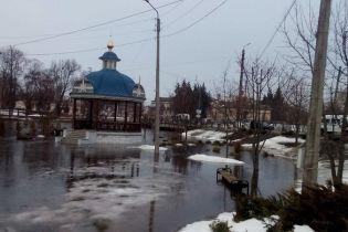 Наводнение на Сумщине: высокая вода ночью затопила Ахтырку, десятки людей эвакуировали