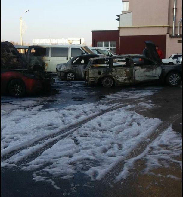 УКиєві сталася масштабна пожежа, згоріло 5 авто