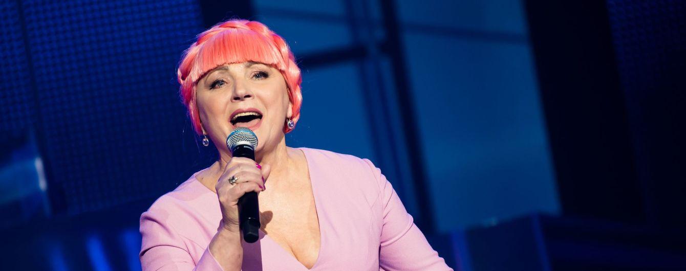 Нина Матвиенко с розовыми волосами спела дуэтом с MONATIK