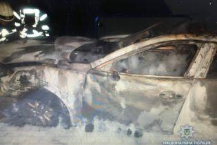 Следов поджога не обнаружено. В полиции назвали причину пожара под Киевом, в котором сгорело пять автомобилей