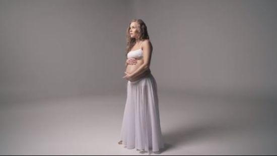 Олена Шоптенко показала оголений вагітний животик і станцювала під колискову