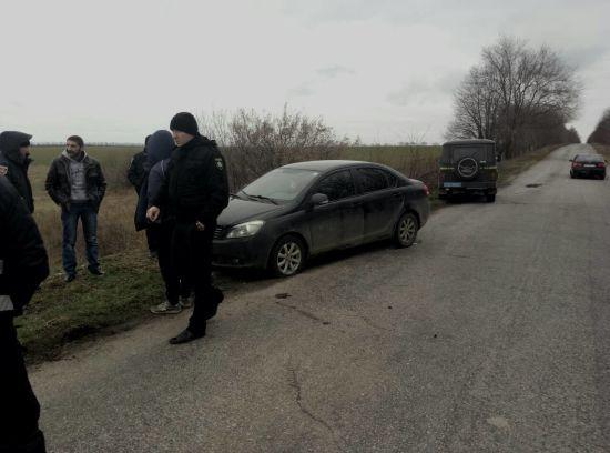 На Запоріжжі нетверезі чоловіки зі зброєю влаштували гонитву за шкільним автобусом