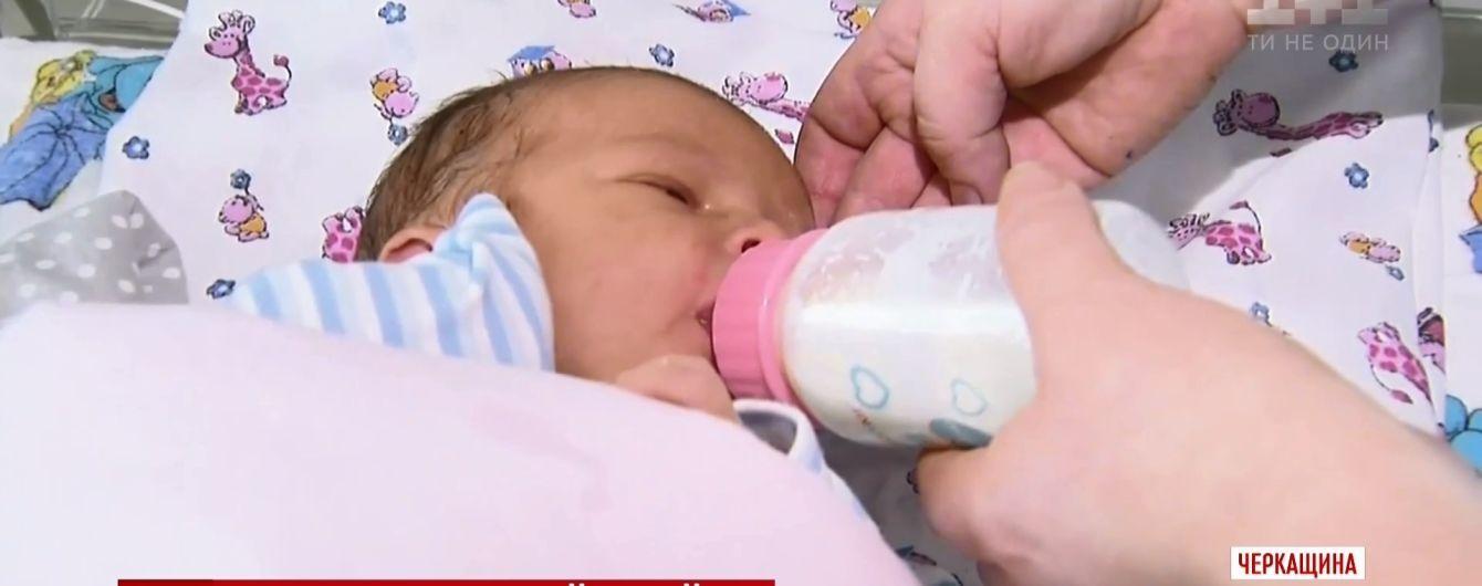 Біля Черкас матір підкинула до лікарні новонароджене немовля