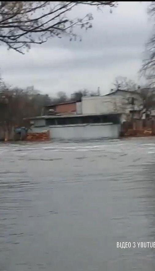 Понад три десятки людей довелося евакуювати через повінь на Чернігівщині
