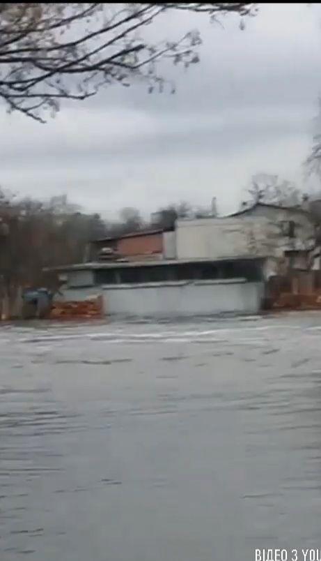 Более трех десятков человек пришлось эвакуировать из-за наводнения на Черниговщине
