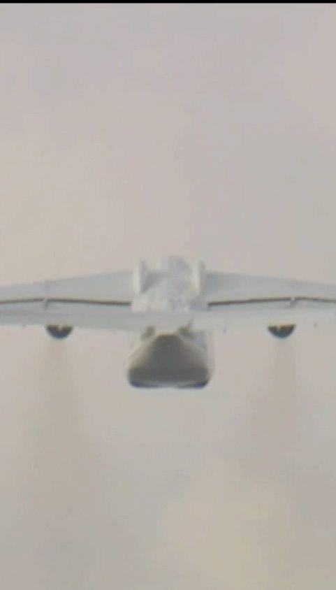 """Літак """"Мрія"""" вперше за останні півтора року полетів у комерційний рейс"""