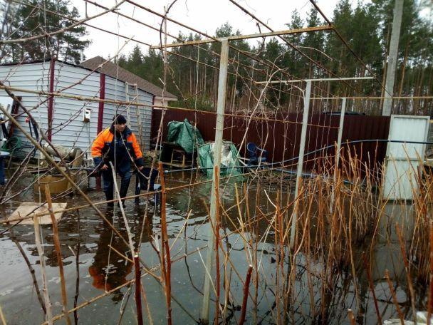 Кого затопило и еще затопит. Украина страдает от весенних наводнений