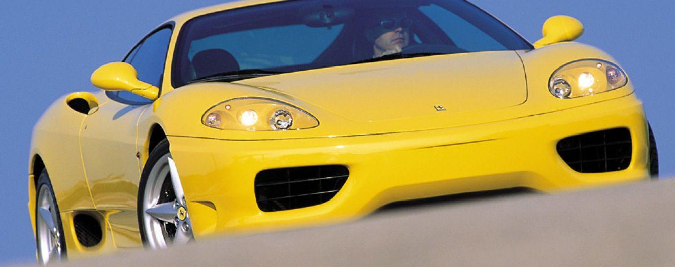 """""""Непристойное предложение"""". На аукцион выставили Ferrari с провокационным фото"""