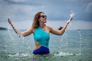 Звезды на отдыхе: Ксения Собчак показала фигуру в мокром купальнике