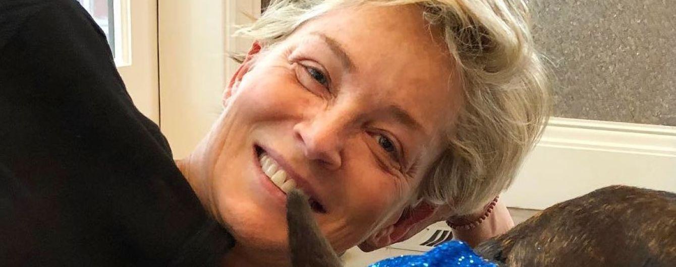 Еще ого-го: 60-летняя Шерон Стоун показала лицо без макияжа