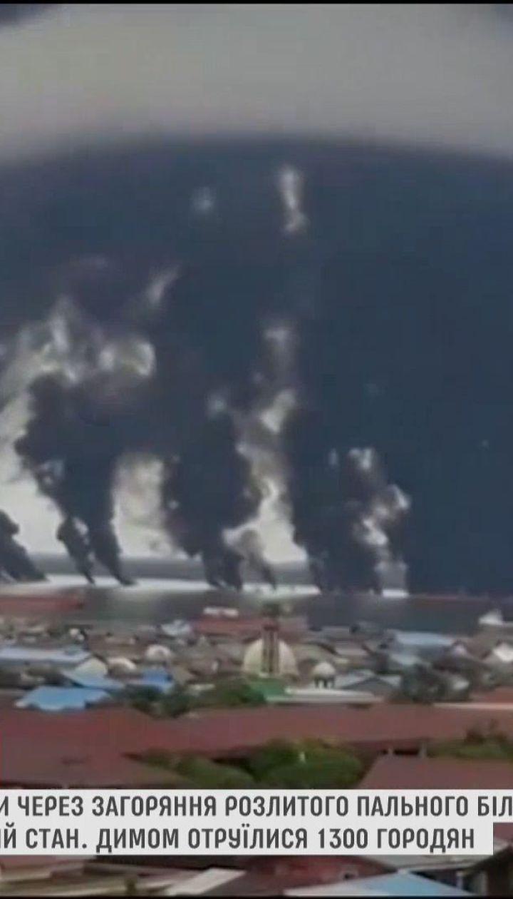 У побережья острова Борнео загорелась нефтяное пятно