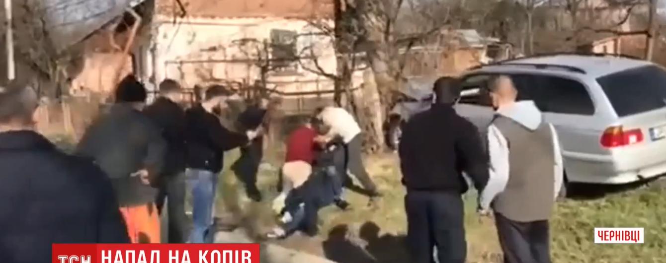 За напад нетверезих молодиків на копів у Чернівцях їм загрожує 5 років в'язниці
