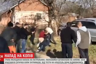 В Черновцах группа молодых людей напала на патрульных