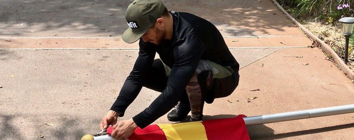Не забывай родной край: Ломаченко установил в США флаг Аккермана