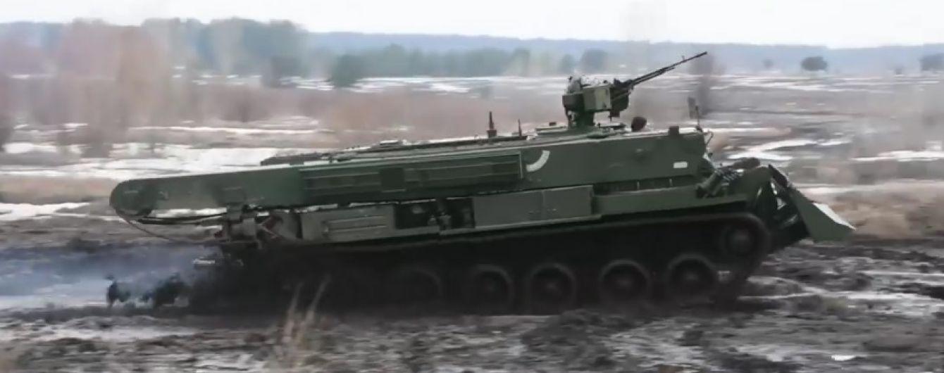 """В Україні розпочалося серійне виробництво бойових машин """"Атлет"""" - Порошенко"""