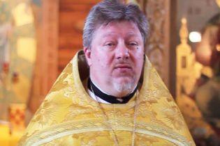 """У Росії спалахнув скандал через священика, який заспівав """"Мурку"""" у трапезній храму"""